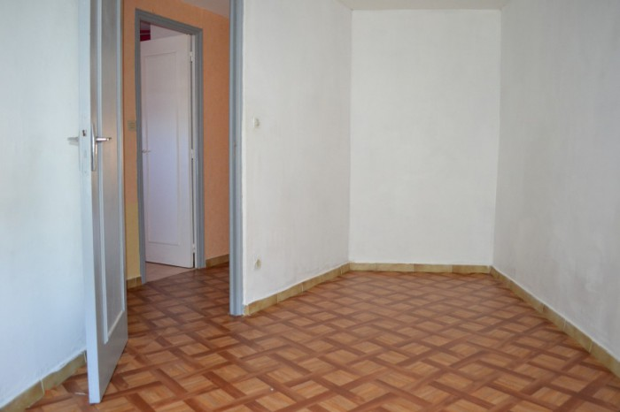 F 3 2ème étage CENTRE VILLE BUGUE