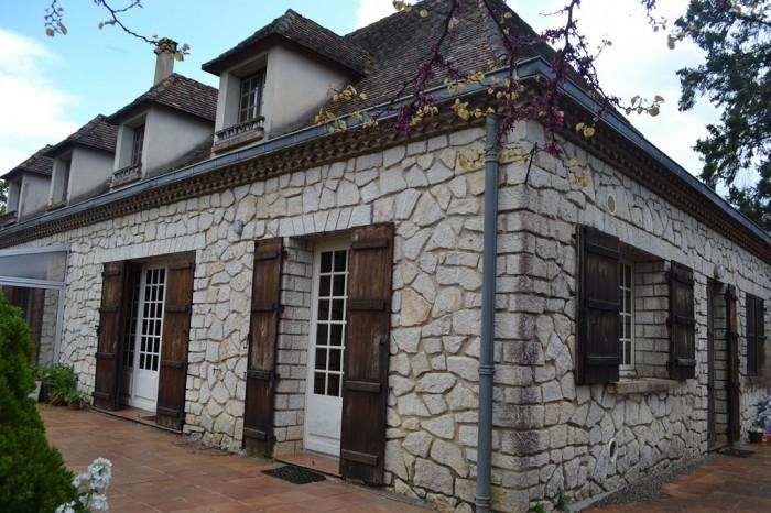 Maison 160 m habitable 2000 m terrain sainte alvere for Garage bruneteau le bugue