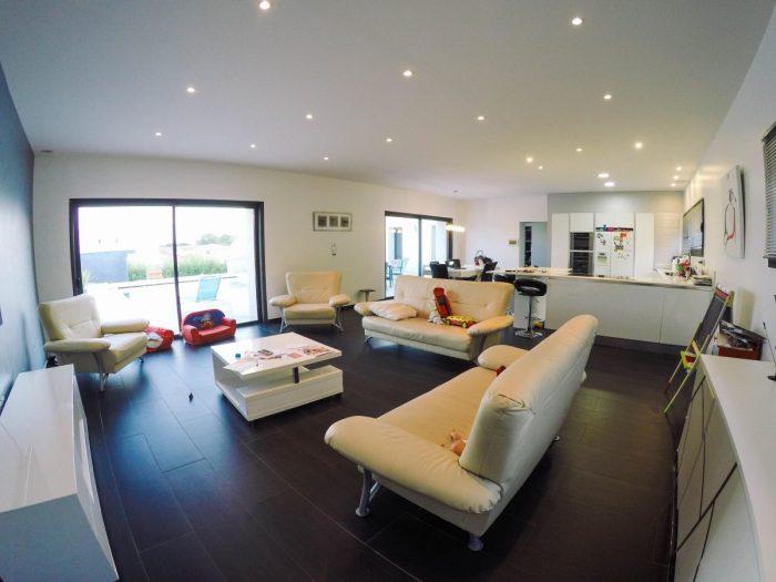 Belle villa contemporaine poulx 30320 for Maison moderne 7x7