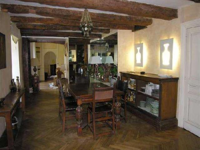 380 m² 13 pièces Maison