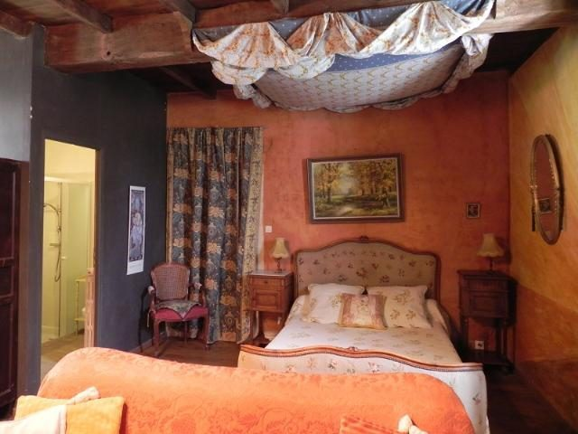 Neuvic Hameau Maison 510 m²  11 pièces