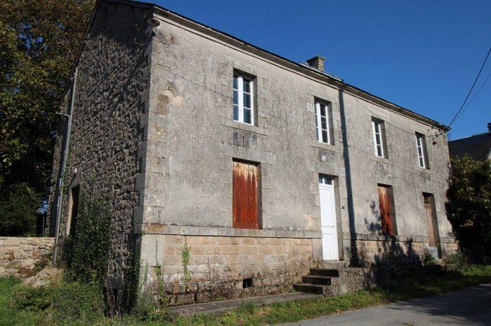 Vaste maison en pierre et nombreuses d pendances avec for Assainissement maison ancienne