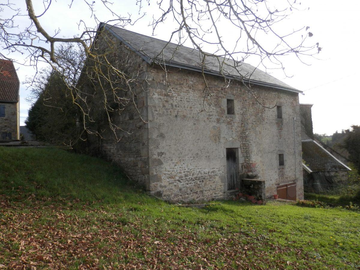 Belle grange avec terrain dans hameau sympa pionsat a la for Constructeur maison individuelle puy de dome