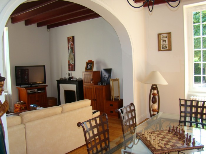grande maison bourgeoise r nov e en pierre ann es 1900 bellenaves 03330. Black Bedroom Furniture Sets. Home Design Ideas