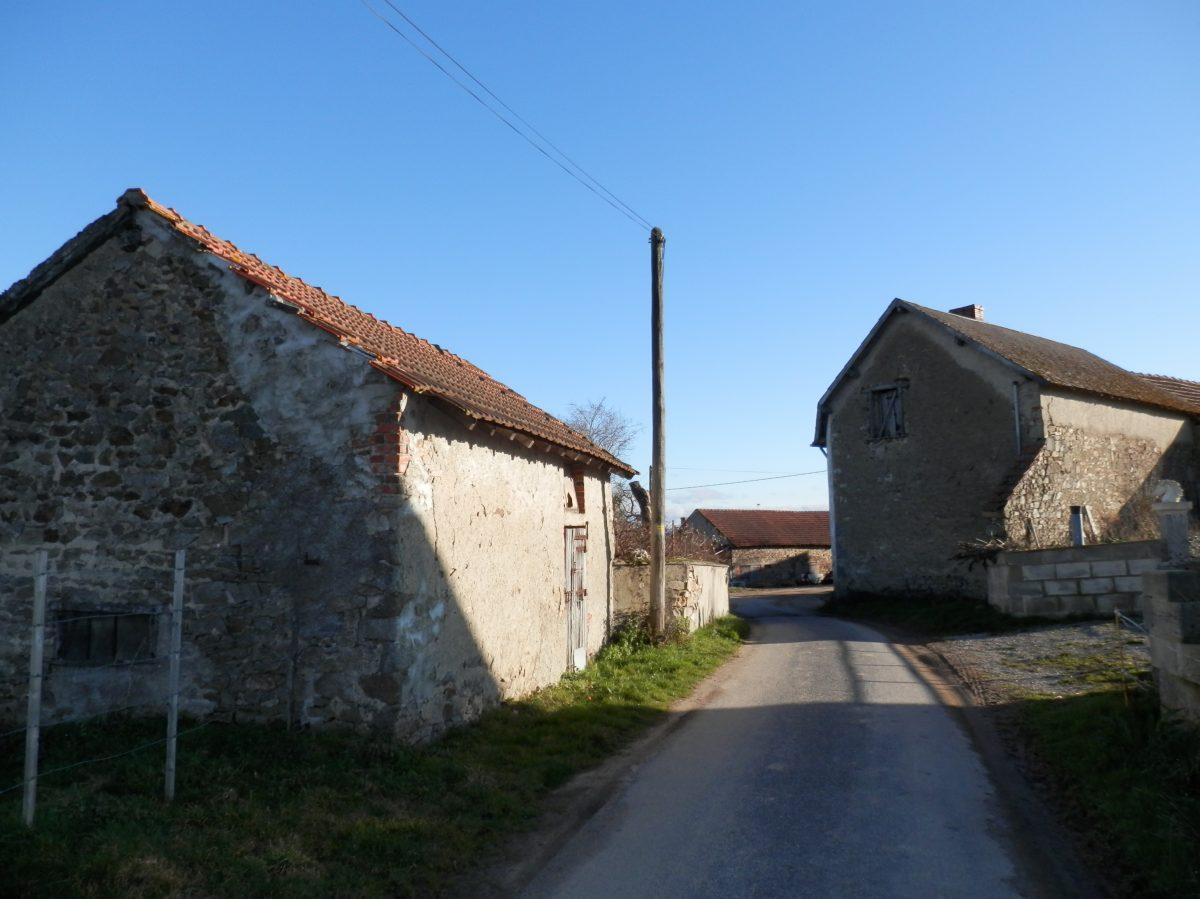 Maison restaurer avec petite d pendance marcillat en - Restaurer une maison de campagne ...