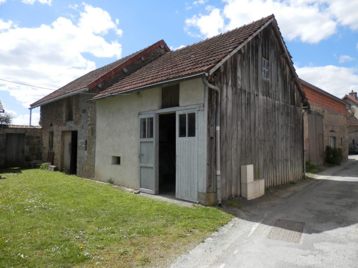 Charmante maison de bourg avec garage et petit jardin for Garage saint priest