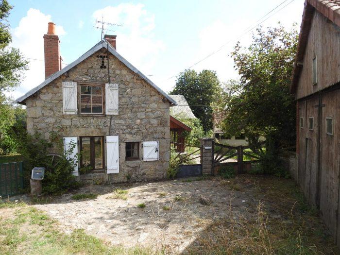 Grande maison entour e de deux belles granges et d 39 une for Restaurer une maison de campagne