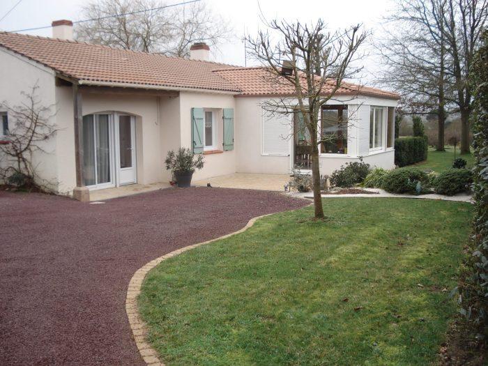 Nouveaut maison plein pied 120m 3ch jardin d pendances for Garage ad st pere en retz