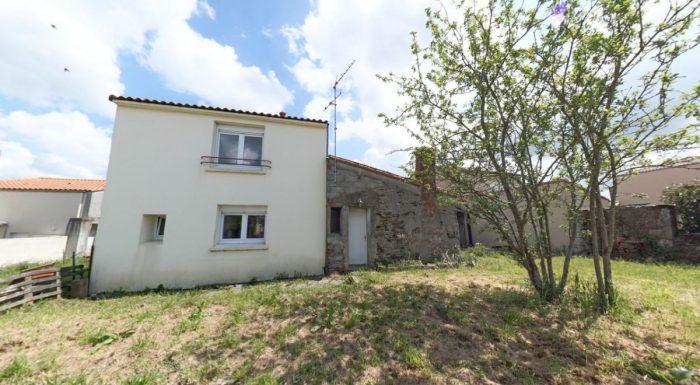 Maison de bourg la remaudi re reportage 360 angers for Acheter maison sans mise de fond