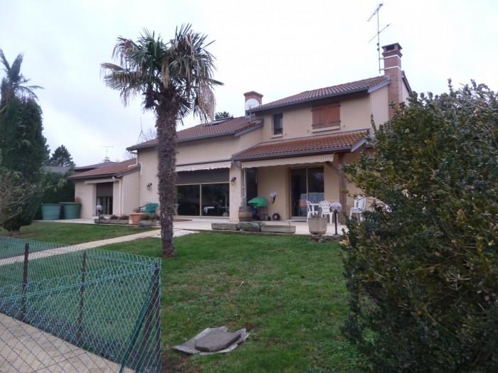 Vente Maison 5 chambres - 10 pièces - 220 m² à Issoire (63500)