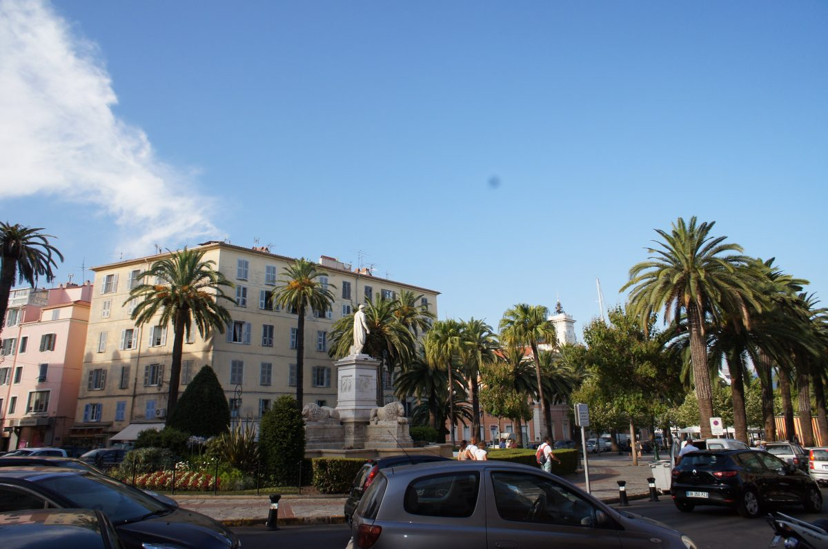 136m place fosch 13m de terrasse vieille ville vue - Appartement de ville hotelier vervoordt ...