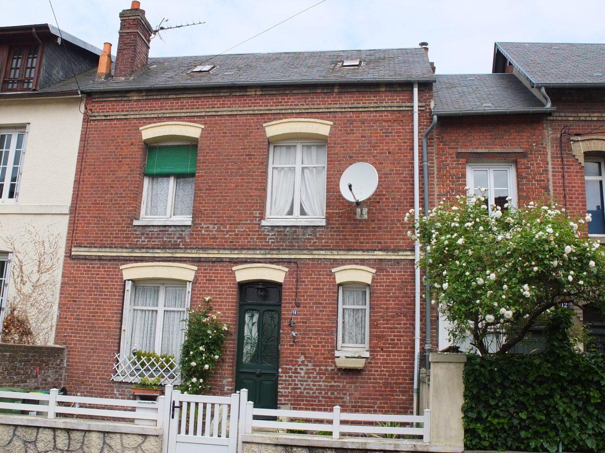 dieppe a vendre maison de ville 4 pieces avec jardin. Black Bedroom Furniture Sets. Home Design Ideas