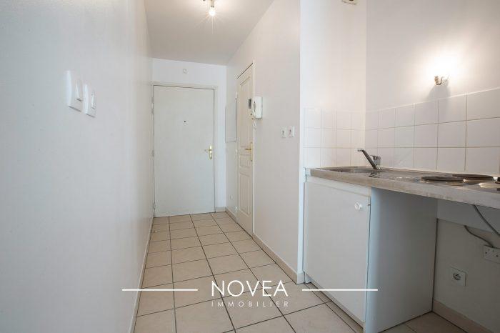 Appartement de 32 5m2 proche m tro garage villeurbanne for Location garage villeurbanne gratte ciel
