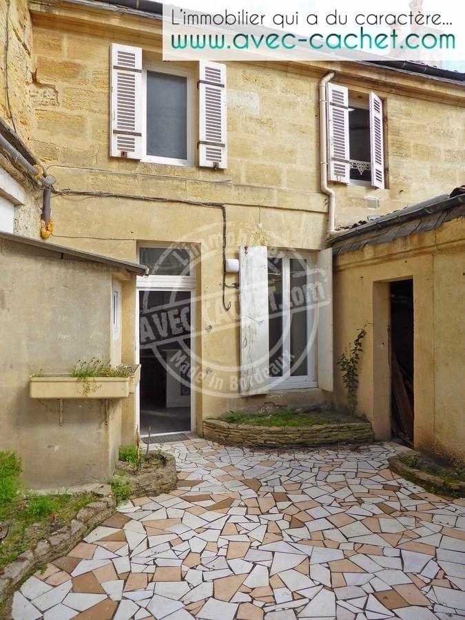 Bordeaux belcier maison pierre avec cour et chais for Maison bordeaux