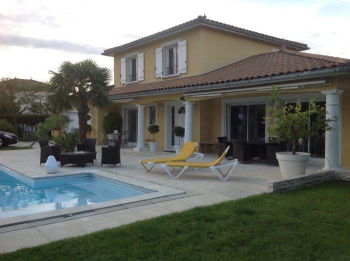 Vente Maison 3 chambres - 5 pièces - 140 m² à Saint-Laurent-de-Mure (69720)