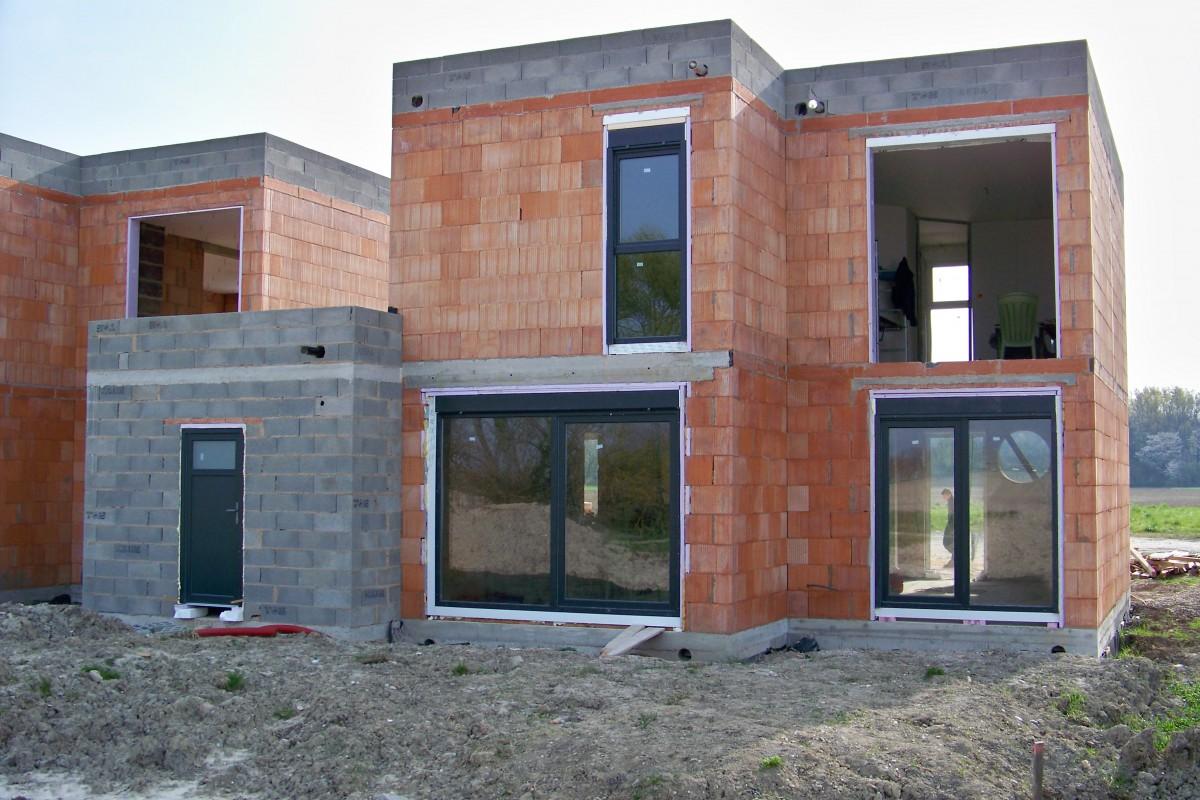 Perfect plan maison mitoyenne moderne menuiserie with - Plan de maison mitoyenne ...