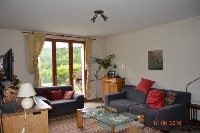 Maison de campagne, Situé près d'un petit ruisseau, en très bon état sur un terrain de 6567m² dans le Parc Régional du Morvan près de Villapourcon