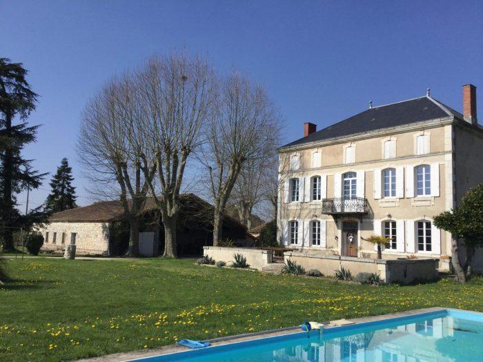 Maison 300 m² Sainte-Livrade-sur-Lot Lot-et- Garonne 8 pièces