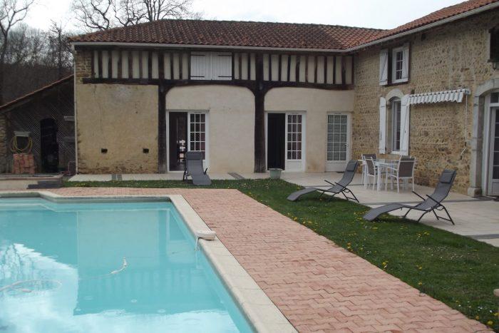 Maison   350 m² 10 pièces