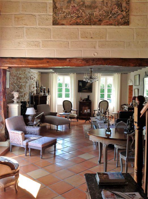 spacieuse maison en pierre rénovée à 15mn de bordeaux