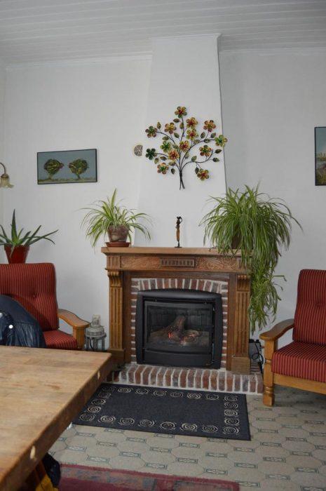 Maison belle et spacieuse, rénovée est située dans un village pittoresque sur un terrain de 599 m2 dans le Morvan Sud.  Tous commerces à distance de marche.  Très convenable comme Chambres d'hôtes.