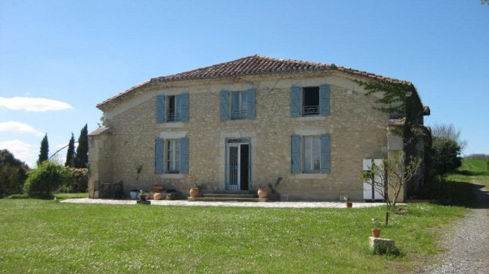 Maison 280 m² CASTELNAU-BARBARENS   10 pièces