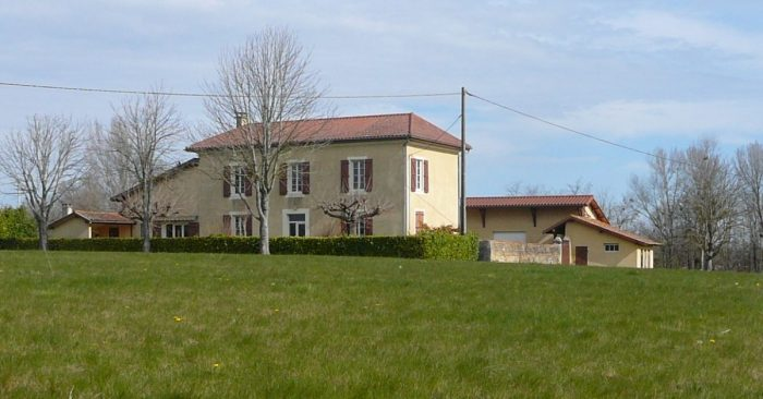 Grande maison au milieu de 6 hectares de terrain