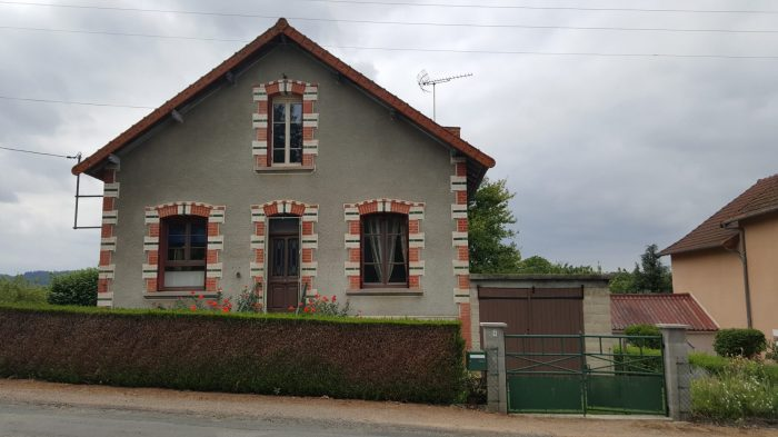 photo de belle maison en pierres