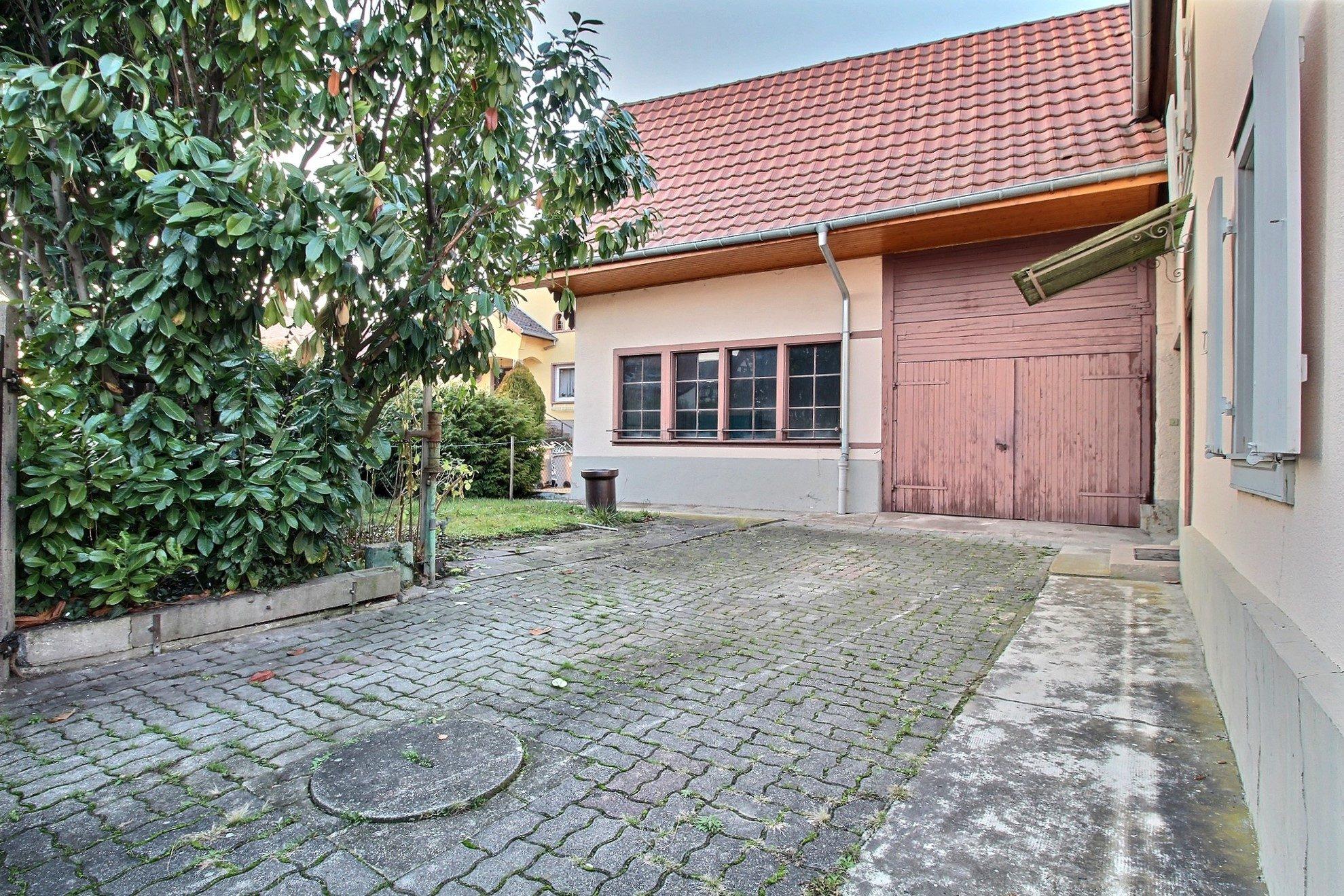Charmante maison r nover avec atelier et garage sermersheim for Vente maison avec atelier