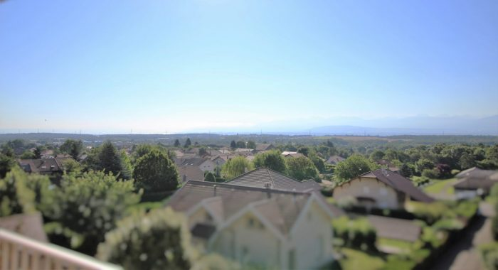 Superbe t4 familial avec vue panoramique for Achat maison divonne les bains