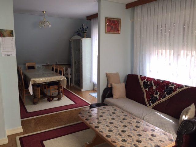 4 pi ces de 80 m2 dans bi famille avec jardin de 3 25 ares. Black Bedroom Furniture Sets. Home Design Ideas