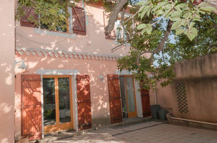 Rare montolivet maison au calme for Architecte marseille maison individuelle