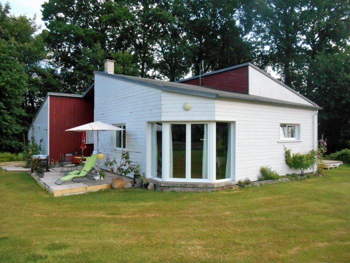 grande maison contemporaine de plain pied. Black Bedroom Furniture Sets. Home Design Ideas