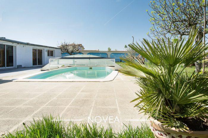 Belle maison familiale avec piscine for Estimation gratuite maison individuelle