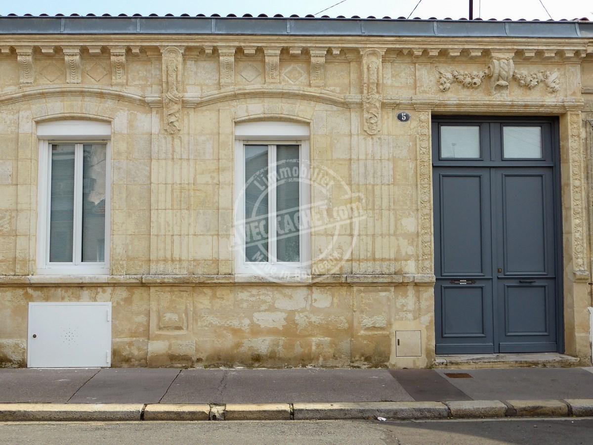 Une échoppe bordelaise avec une façade travaillée