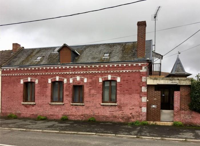 photo de Maison en brique à ROSIERES EN SANTERRE