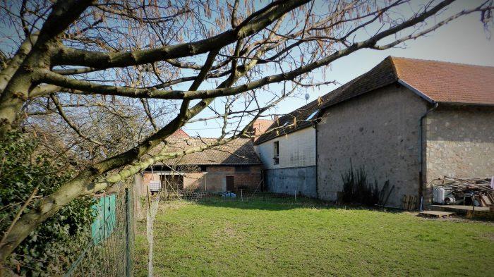 Corps de ferme avec d pendances sur grand terrain for Vente maison individuelle 06